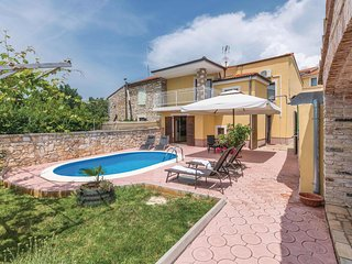 Beautiful home in Vodnjan w/ WiFi and 3 Bedrooms (CIC318)