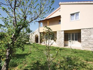 Beautiful home in Muntic w/ WiFi and 3 Bedrooms