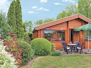 Beautiful home in Rheezerveen w/ WiFi and 2 Bedrooms (HOV027)
