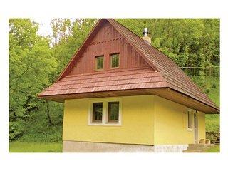 Amazing home in Zázrivá w/ 2 Bedrooms