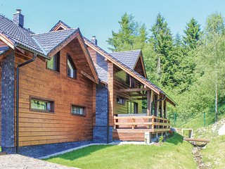 Awesome home in Oscadnica w/ Sauna, WiFi and 3 Bedrooms