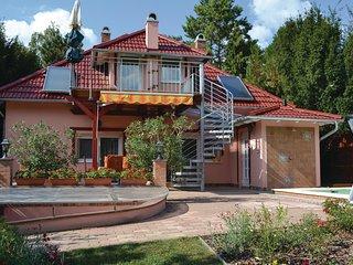 Amazing home in Balatonkarattya w/ WiFi and 3 Bedrooms