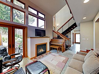 Charming Downtown Townhouse w/ Fireplace & Patio - Walk to Farmers' Market
