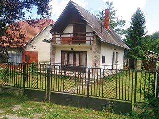 Beautiful home in Balatonszemes w/ 3 Bedrooms