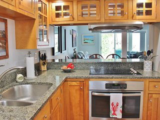 Beautifully Renovated - Walking Distance to Everything in the Harbor