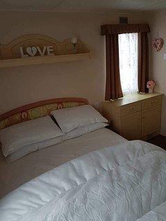 8 berth caravan for rent on happy days ref 129