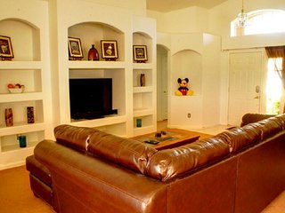 3 Bedroom 2 Bath Weston Hills Home with Private South Facing Pool