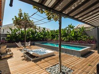 Ferragudo Villa Sleeps 6 with Pool and Air Con
