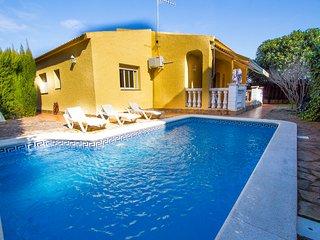 Catalunya Casas: Agradable Villa Jolie con piscina privada y solo 4 km de la pla
