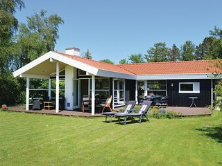 Amazing home in Gilleleje w/ Sauna, WiFi and 3 Bedrooms (E04331)