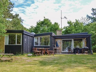 Awesome home in Græsted w/ WiFi and 3 Bedrooms