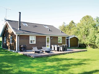 Beautiful home in Græsted w/ WiFi and 4 Bedrooms