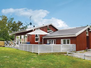 Amazing home in Gilleleje w/ Sauna, WiFi and 4 Bedrooms