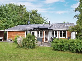 Stunning home in Græsted w/ Sauna, WiFi and 3 Bedrooms