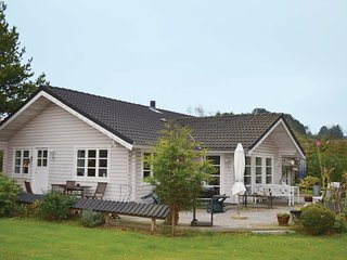 Awesome home in Farevejle w/ 2 Bedrooms