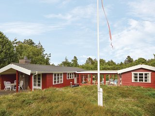 Awesome home in Højby w/ WiFi and 3 Bedrooms