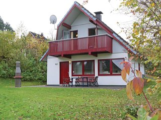 Amazing home in Kirchheim/Hessen w/ 3 Bedrooms