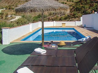 Amazing home in El Borge w/ WiFi and 5 Bedrooms