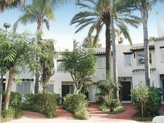 Amazing home in Estepona with 3 Bedrooms (EAN259)