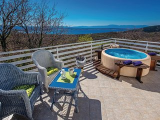 Beautiful home in Crikvenica w/ WiFi, 2 Bedrooms and Jacuzzi