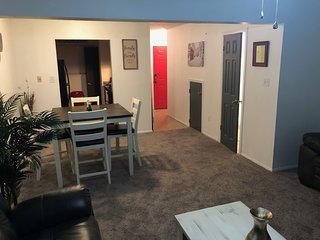 Entire 2 bed 2 bath Town Home mins away from LSU, Top Golf and major shopping