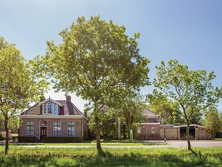 Awesome home in Wijnjewoude w/ WiFi and 5 Bedrooms (HFR022)