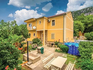Stunning home in Grizane w/ WiFi and 4 Bedrooms
