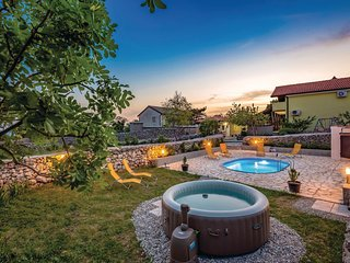 Beautiful home in Krasica w/ WiFi, 2 Bedrooms and Jacuzzi (CKC852)