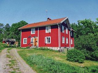 Nice home in Holmsjo w/ 3 Bedrooms