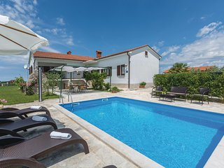 Nice home in Brtonigla with WiFi and 3 Bedrooms (CIU222)