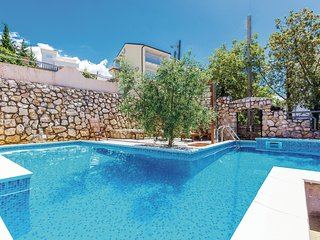 Amazing home in Dramalj w/ WiFi, Outdoor swimming pool and 2 Bedrooms
