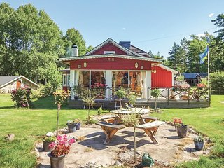 Amazing home in Fågelmara w/ Sauna, WiFi and 3 Bedrooms