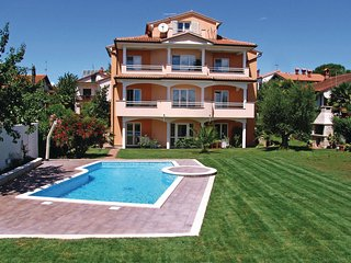 Nice home in Novigrad w/ 2 Bedrooms