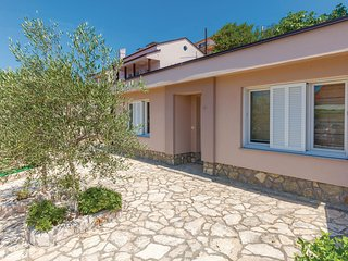 Stunning home in Dramalj w/ WiFi and 2 Bedrooms