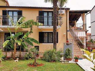 Nice home in Umag w/ 2 Bedrooms (CIU303)