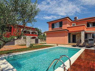 Nice home in Umag w/ WiFi and 4 Bedrooms