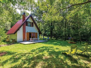 Amazing home in Breze w/ WiFi and 2 Bedrooms (CKN207)