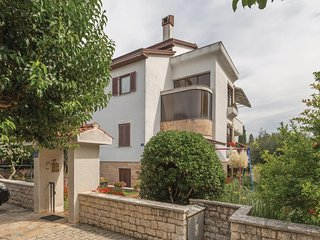 Stunning home in Umag w/ 4 Bedrooms