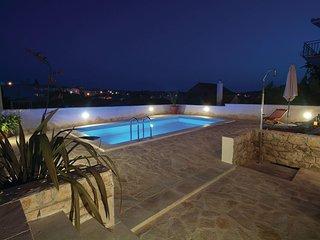 Beautiful home in Okrug Gornji w/ 4 Bedrooms (CDM779)