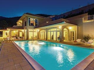 Stunning home in Veprinac w/ Sauna, WiFi and 5 Bedrooms