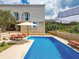 Beautiful home in Pag w/ WiFi and 4 Bedrooms