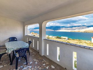 Amazing home in Pag w/ 2 Bedrooms