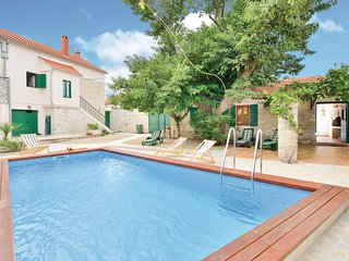 Stunning home in Smilcic w/ WiFi and 4 Bedrooms