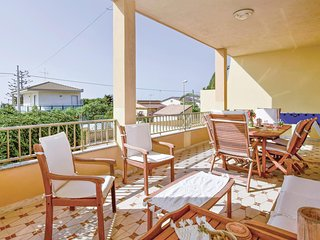Awesome home in Modica RG w/ WiFi and 2 Bedrooms