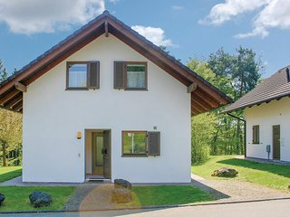 Amazing home in Kirchheim w/ 5 Bedrooms