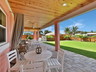 Newly renovated beach house in perfect location - walk to the beach