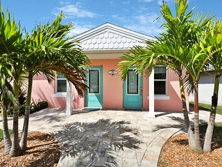Centrally located beach duplex within walking distance to the beach