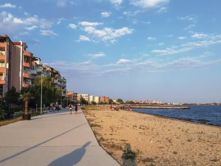 Awesome home in Pomorie w/ WiFi and 3 Bedrooms