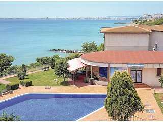 Beautiful home in Sveti Vlas w/ WiFi and 4 Bedrooms