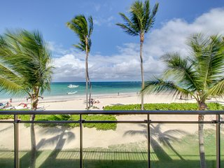 NEW LISTING! Luxury oceanfront condo w/ocean views & shared pool - walk to beach